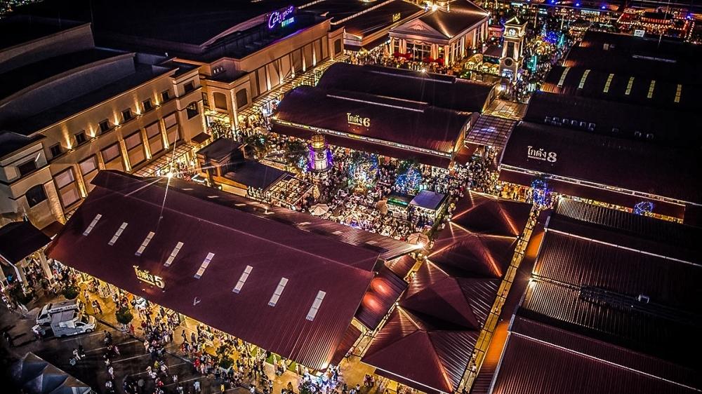 Asiatique ma ponad 1000 stoisk i sklepów.