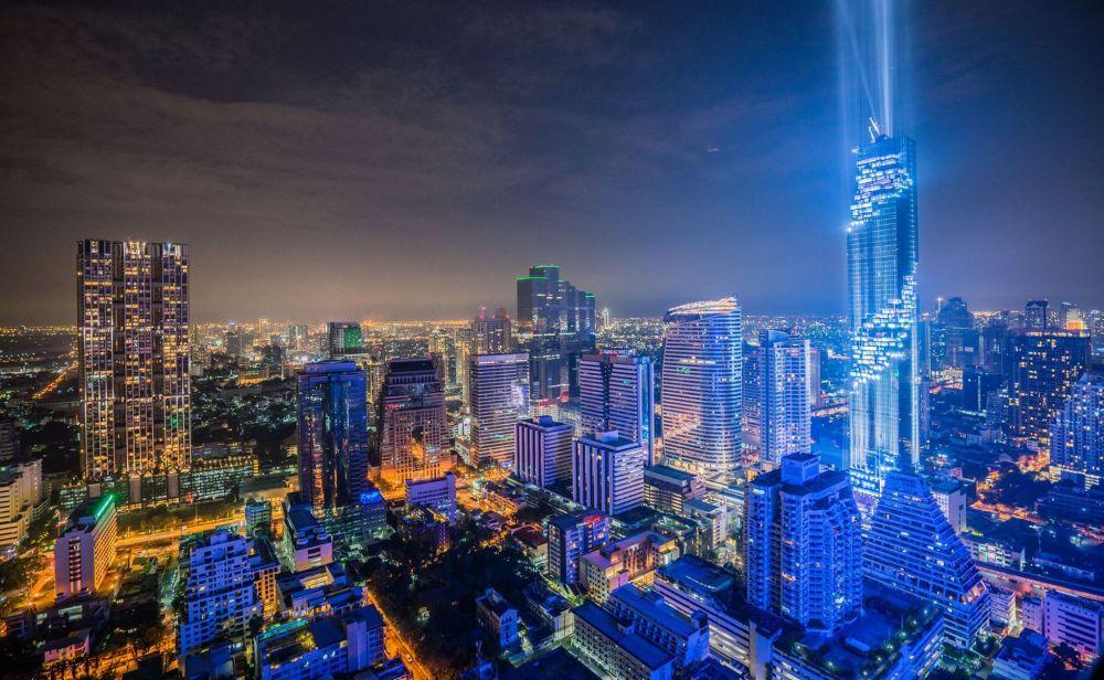 Dystrykt Bangrak, w tle najwyższy budynek Tajlandii Mahanakon.