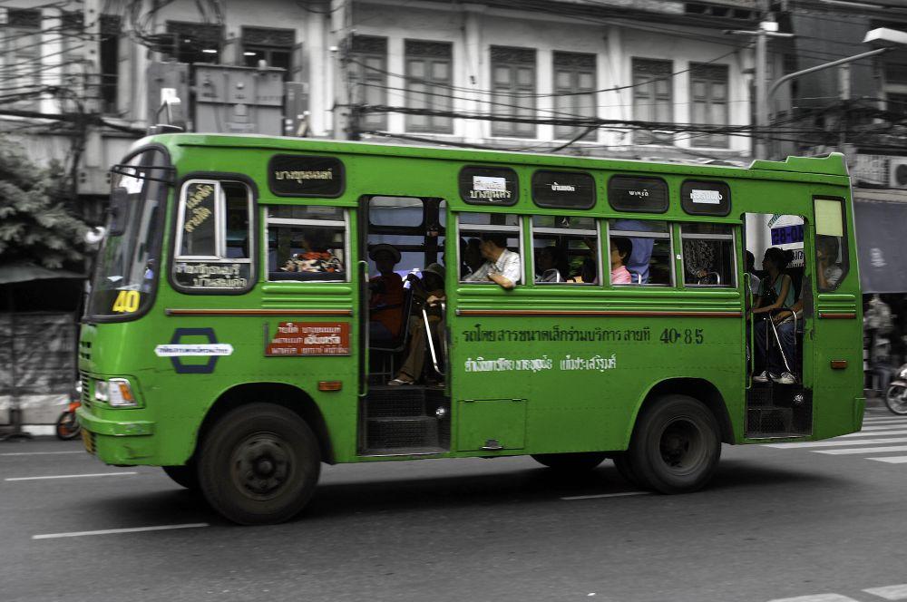 Zielony autobus.