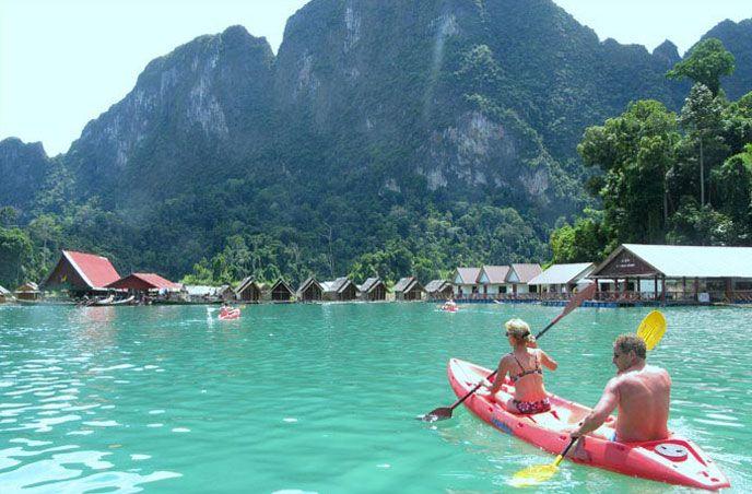 Jezioro Cheow Lan w Parku Narodowym Khao Sok