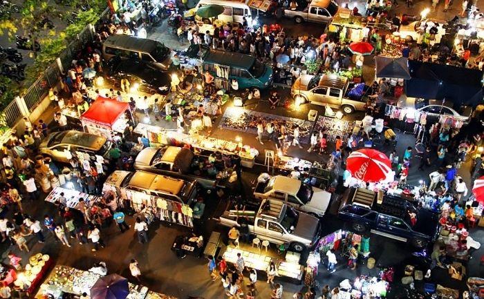 Klong Thom Market.