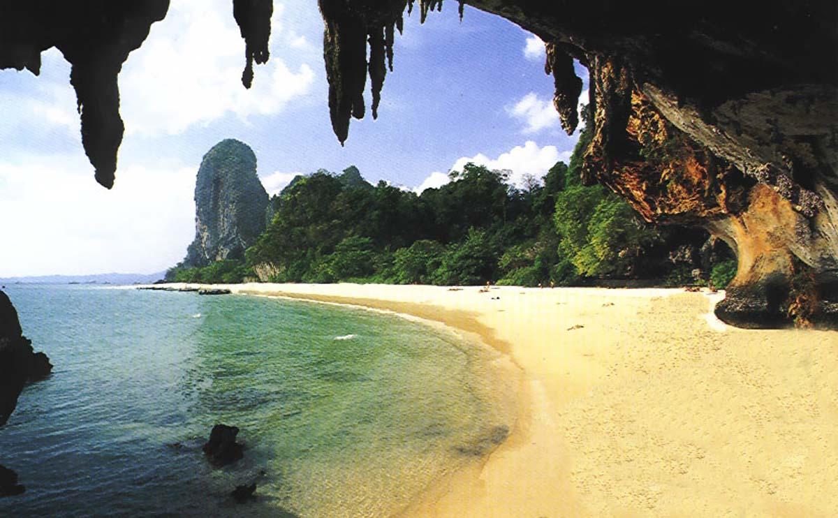 Widok z jaskini plaży Phra Nang, Krabi.