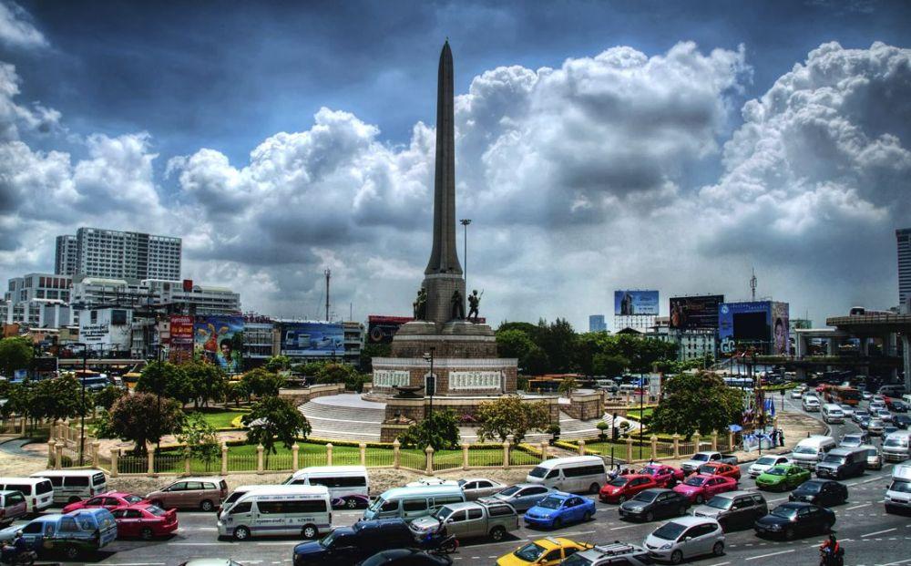 Victory Monument, główny hub autobusowy.