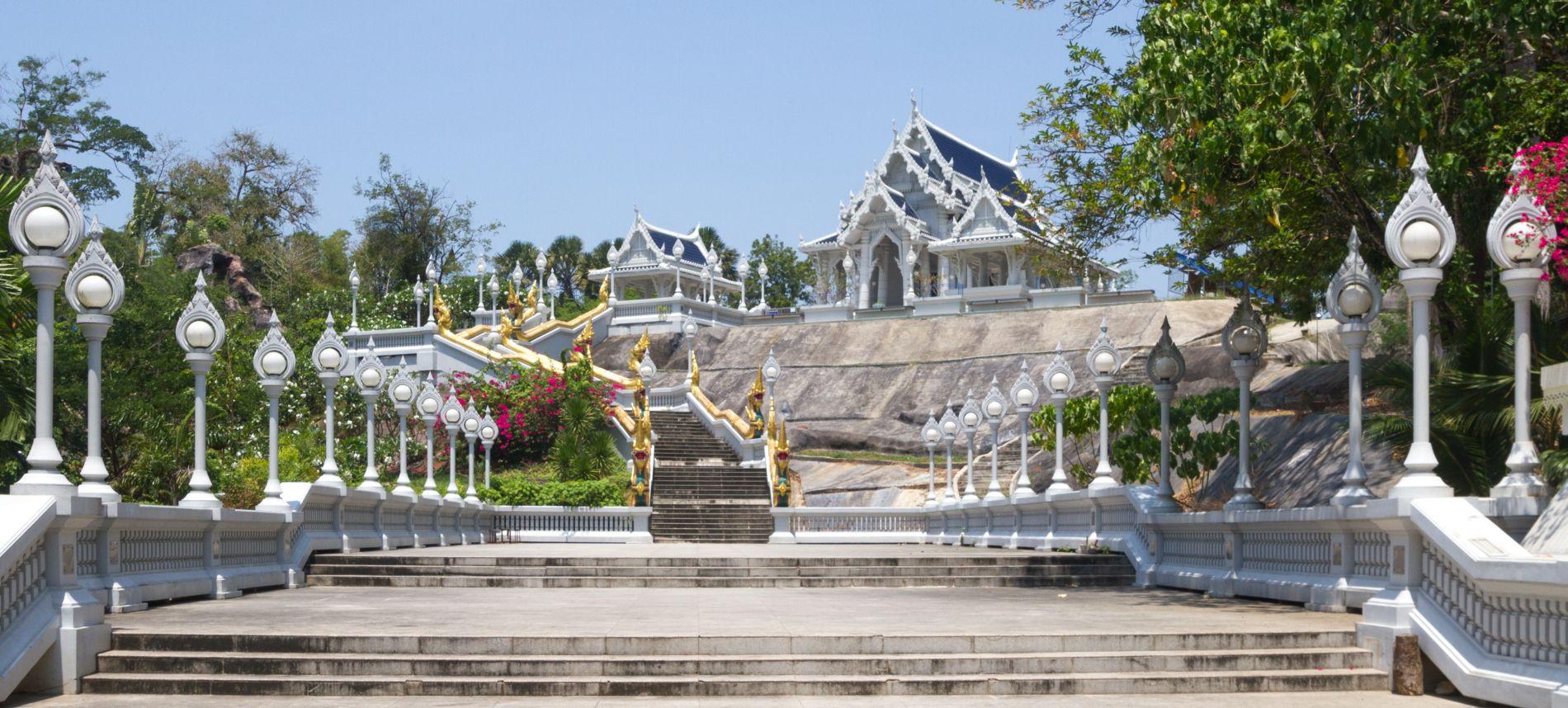 Świątynia Wat Kaew Korawaram w Krabi Town.