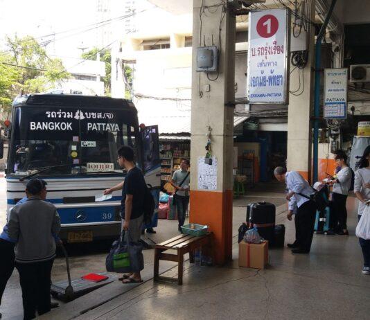 Autobus z Bangkoku do Pattaya.