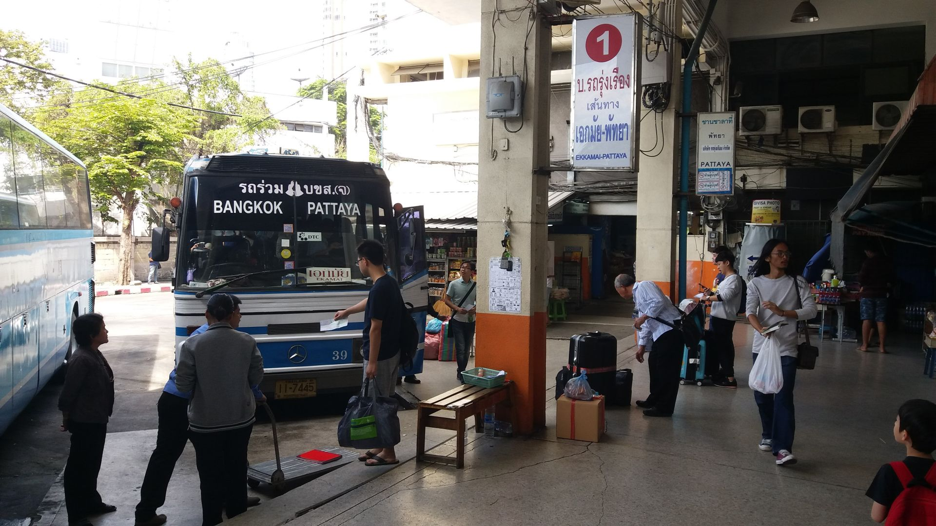 Autobus z Bangkoku do Pattaya.