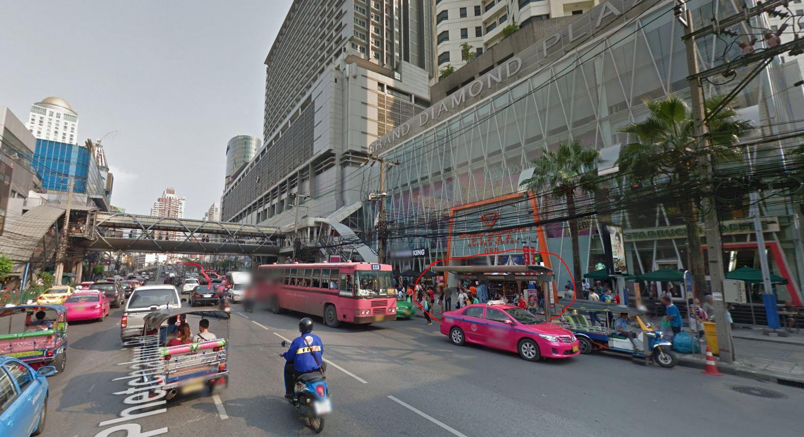 Przystanek na Petchaburi Road pod Grand Dimond Plaza