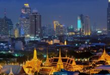Wielki Pałac w tle Bangkoku