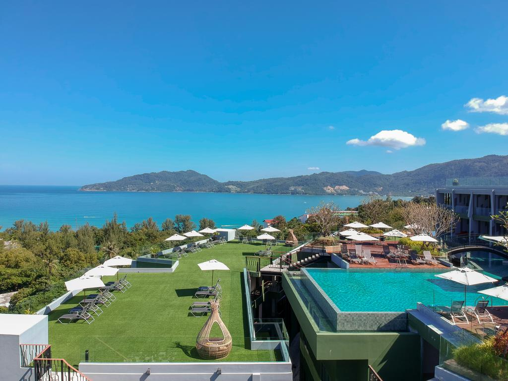 Crest Resort & Pool Villa