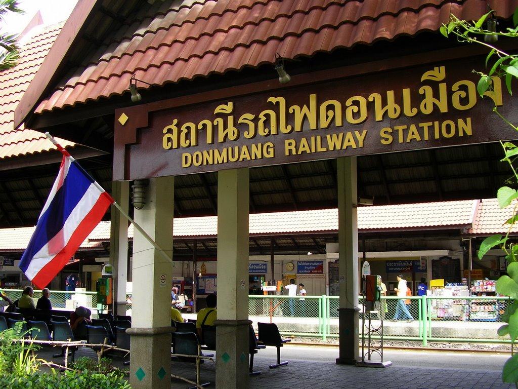 Stacja kolejowa przy lotnisku Don Mueang