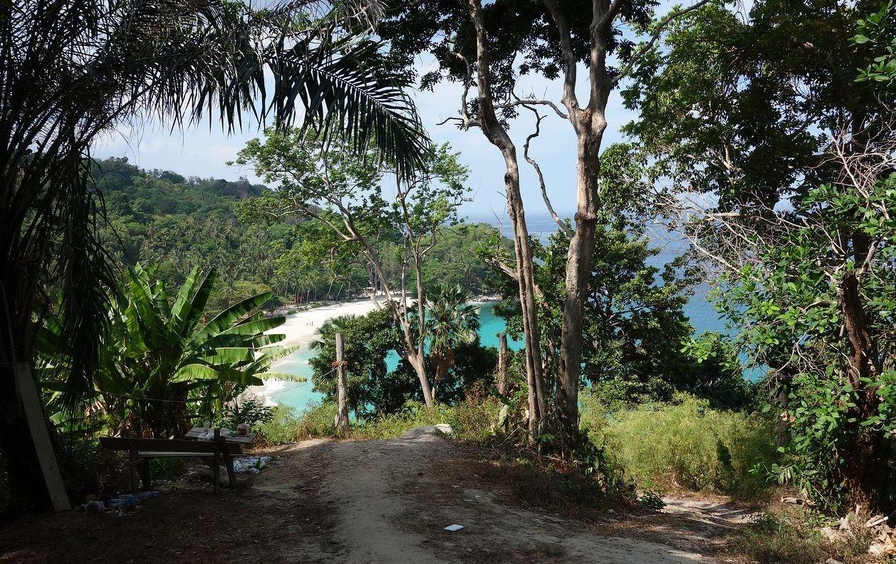 Ścieżka do plaży Freedom, Phuket.