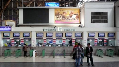 Kasy biletowe na dworcu kolejowym Hua Lampong