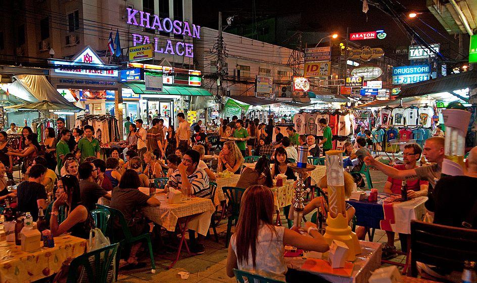 Ulica Khao San słynie z licznych bazarów i imprez