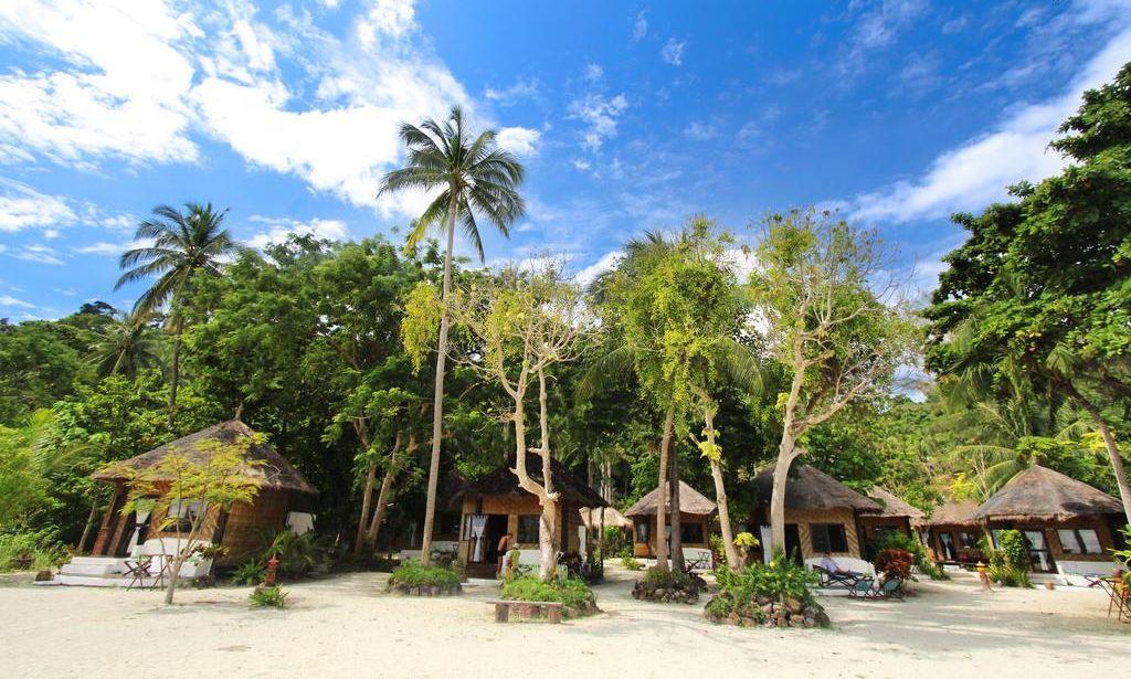 Bungalowy w Malay Beach Resort, wsypa Koh Ngai, Krabi.