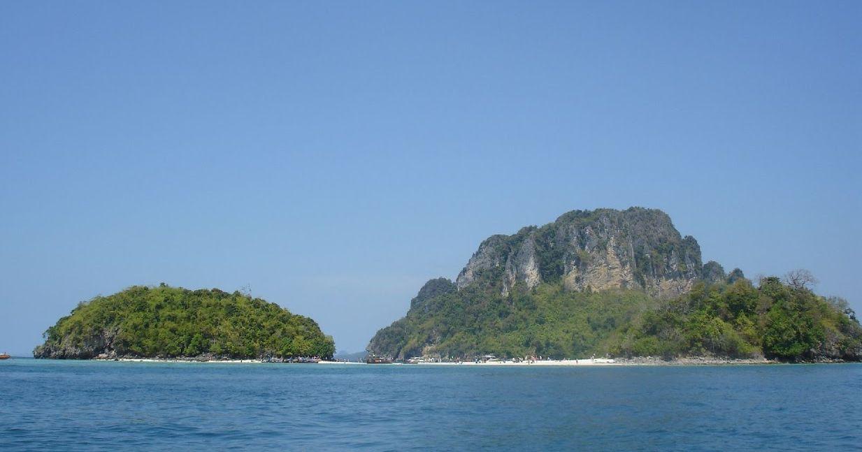 Dwie małe wysepki Koh Tup oraz Koh Mor Krabi.