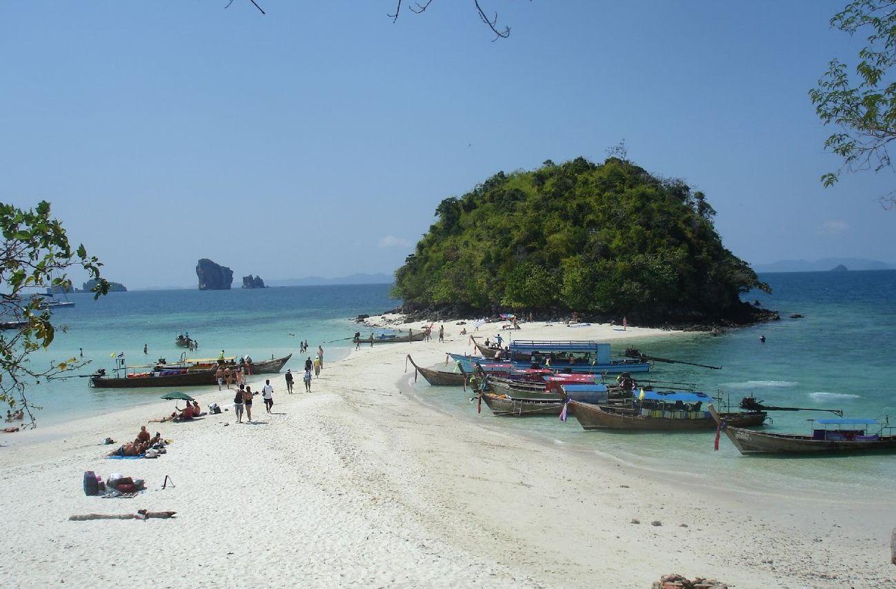 Koh Tup oraz Koh Mor, dwie małe wysepki połączone wąskim pasem.