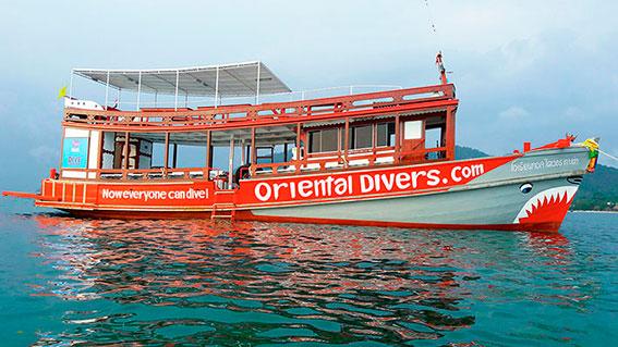 Statek polskiego biura nurkowego na Koh Tao Oriental Divers.