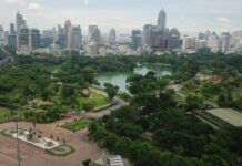 Widok na Lumphini Park w Bangkoku