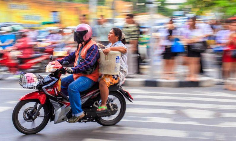 Taksówka motorowa w Bangkoku.