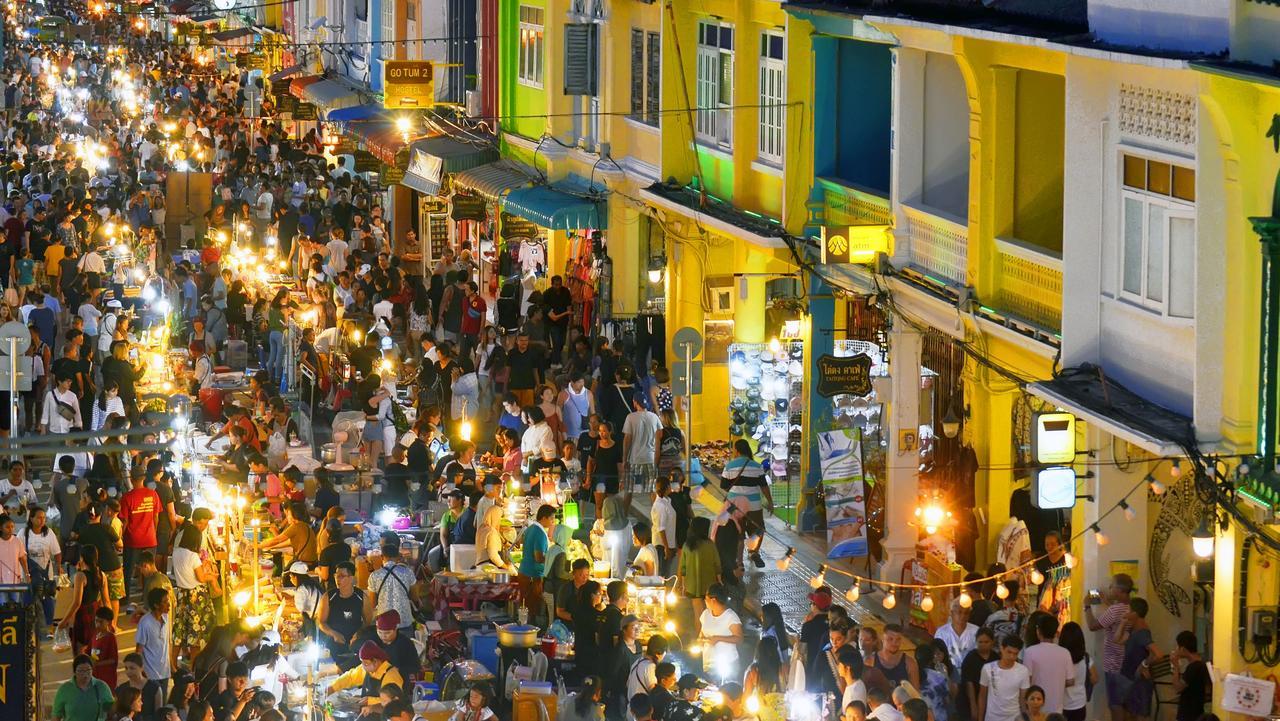 Niedzielny Market na ulicy Thalang, Phuket Town.