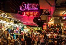 Rynek w dzielnicy Patpong Bangkok