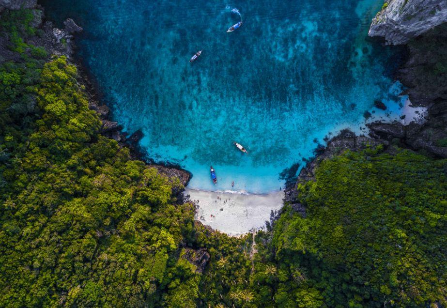 Jungle Beach, dostępna tylko wynajętą łodzią.