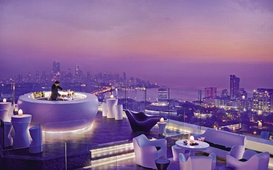 Niesamowita panorama w Sky Bar na 63 piętrze hotelu Lebua
