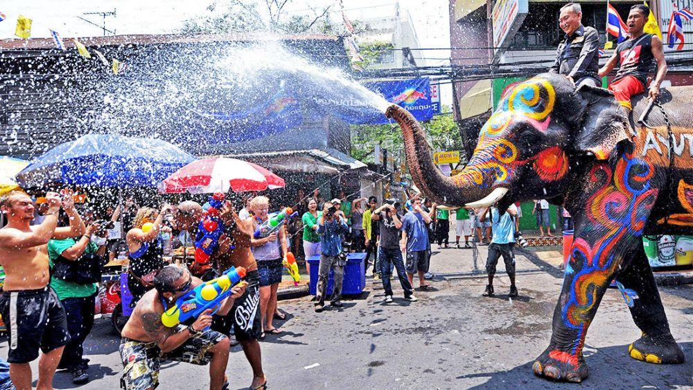 Tajski nowy rok, Songkran, nie ma szans na bycie suchym po wyjściu z hotelu.