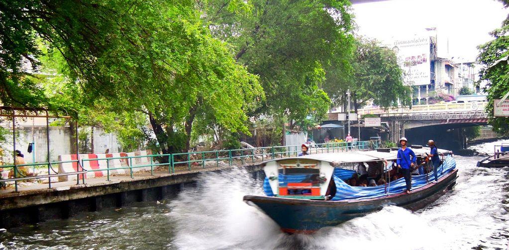 Łódź po kanałach Sean Seab w Bangkoku.