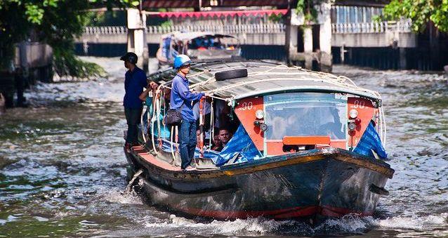 Lokalna łódź, nazywana często tramwajem wodnym