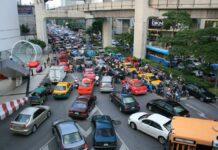 Publiczny transport w Bangkoku.