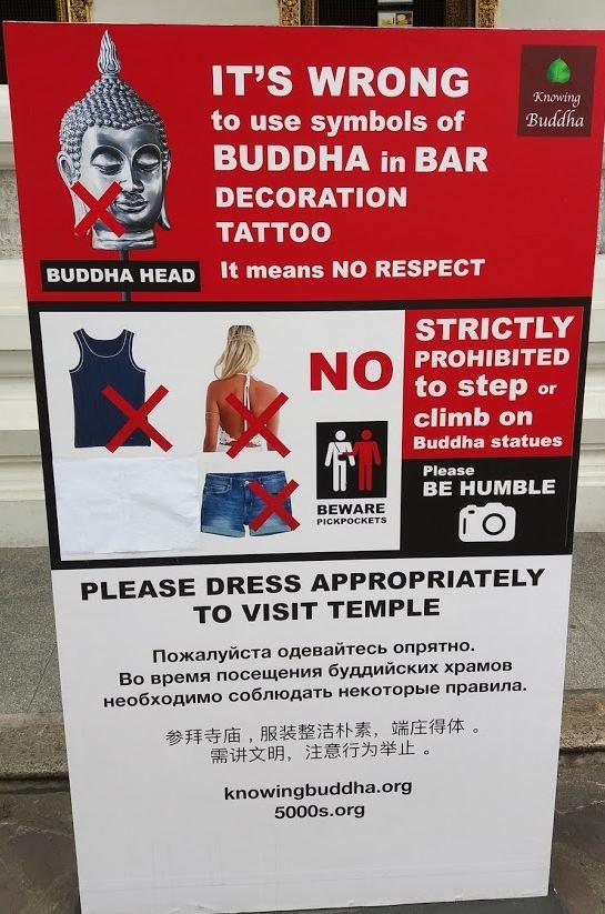 Tablica informacyjna w Wat Pho.