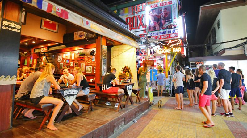W centrum turystycznym Tonsai są liczne bary oraz restauracje.